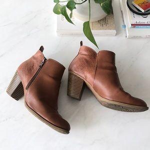 Shoes - Sz. 8.5 Cognac Faux Leather Textured Booties